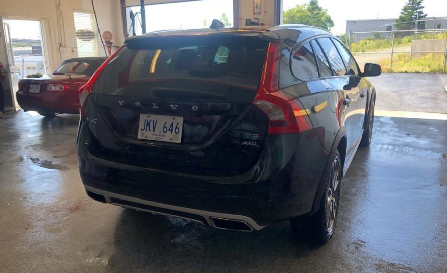 Used VOLVO V/60 CROSS COUNTRY T5