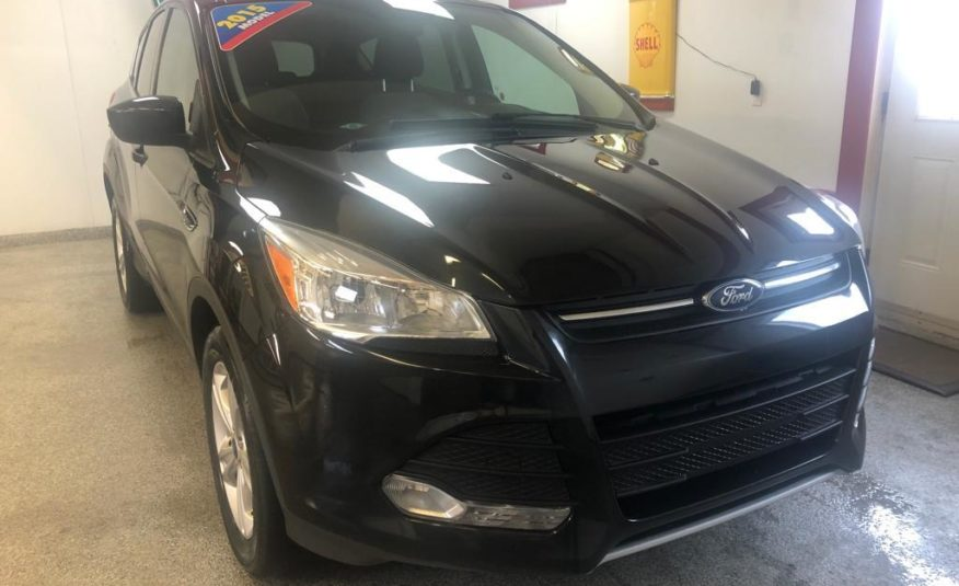 2015 FORD ESCAPE SE 4X4 – (ONLY 55,000 KILOMETERS)